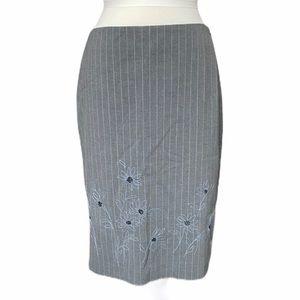 4/$25 Ann Taylor Grey/Flowers Skirt